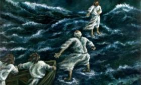przyszedł do nich, krocząc po jeziorze