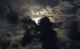 moce na niebie zostaną wstrząśnięte