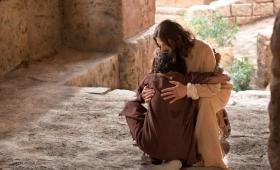Jezus przystanął i kazał przyprowadzić go do siebie