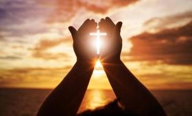 modlił się na osobności…